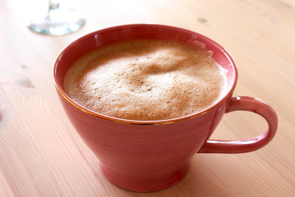 Min uunnværlige, daglige kopp kaffe… usannsynlige mengder espresso, brunt sukker og varm soyamelk.